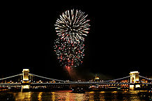 218px-Fireworks_on_the_Danube_Bastille_Day_2008.jpg